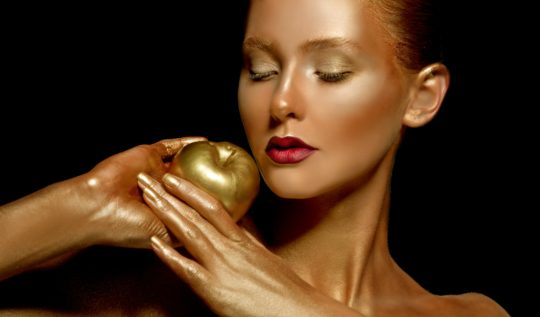 Cocoàge Cosmetics harnesses the anti-aging and restorative benefits of gold skincare in their luxurious line of products to maintain healthy, glowing skin.